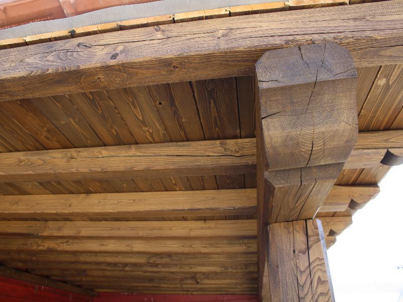 Portico addossato in castagno effetto rustico for Portico rustico
